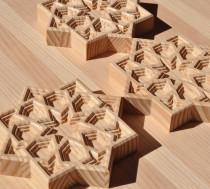piezas talladas en madera de pino