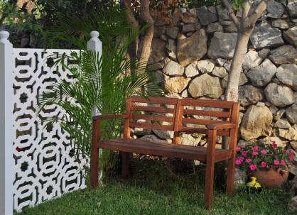 valla de jardin fabricada con celosias