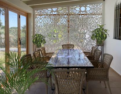Separador de ambientes en porche y terraza