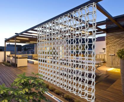 separador de ambientes en terraza y jardin
